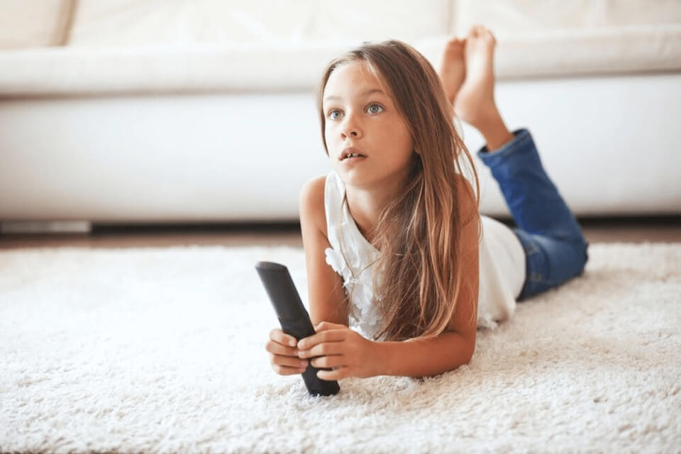kids content superherokids - girl with TV remote